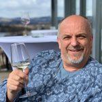 Person, DI Dietrich Lampel, Gemütlichkeit, trinkt Wein